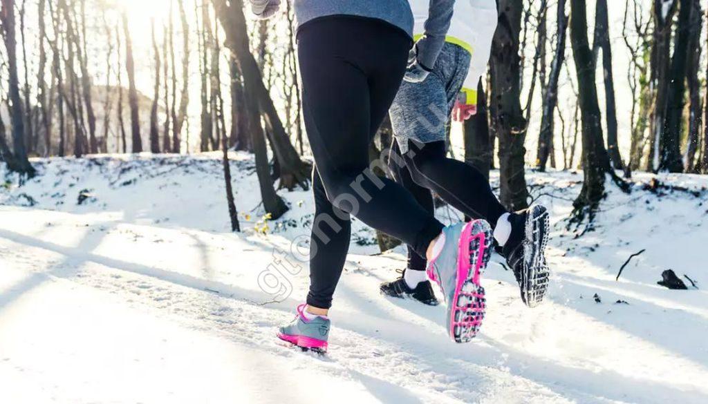 7d608471 К бегу зимой следует хорошо подготовиться, в том числе, хорошенько  разобраться, как выбрать зимние кроссовки для бега.
